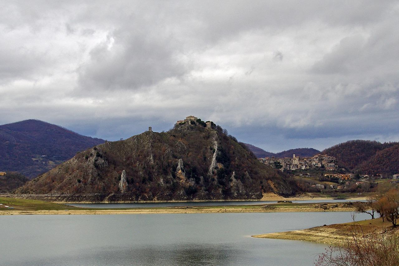 lago del turano spiagge