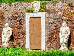 Alla scoperta della Porta Magica in Piazza Vittorio Emanuele II