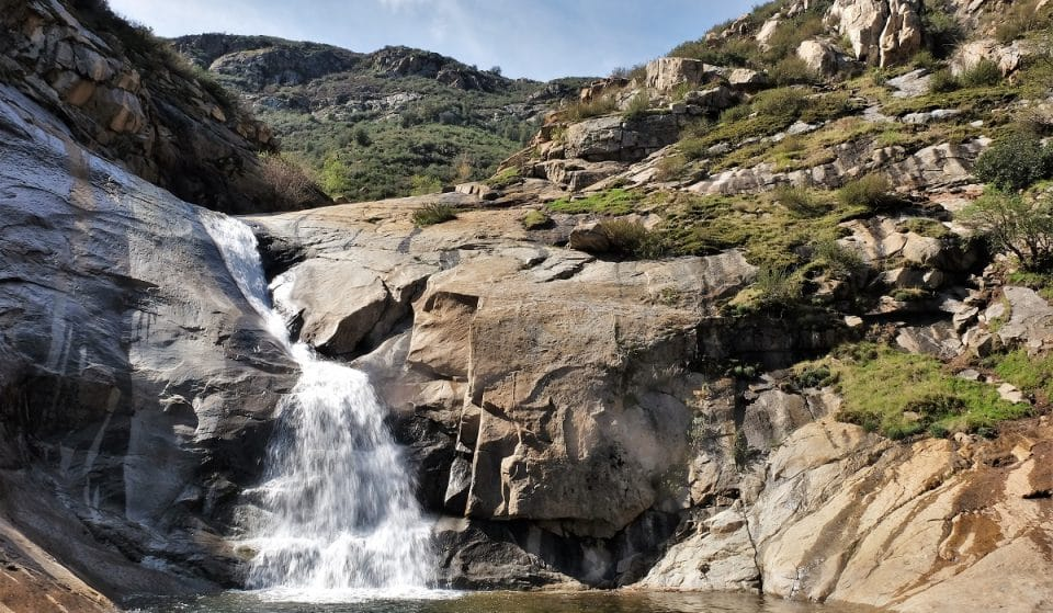 10 Breathtaking Waterfalls That Are Worth Hiking To