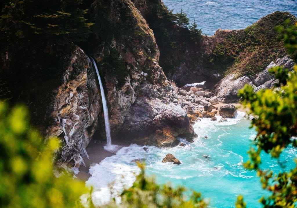 There Are Two Rare Waterfalls That Flow Onto Beaches In California, And They're Absolutely Magical