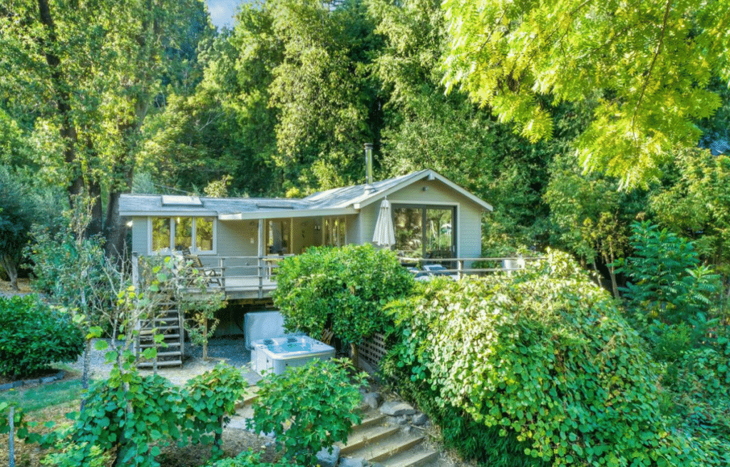 10 Gorgeous Highly-Rated Airbnbs In NorCal To Book Right Now