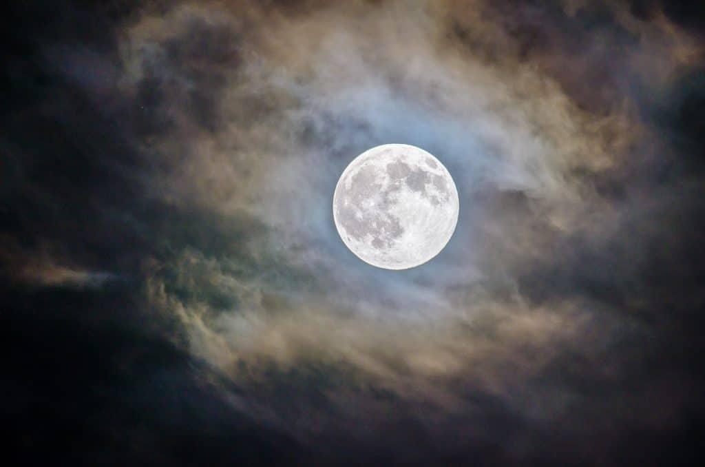 A Big & Bright 'Harvest Moon' Will Light Up Seattle Skies Tonight