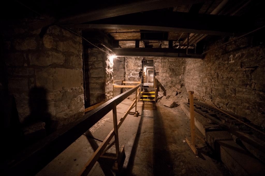 undderground room