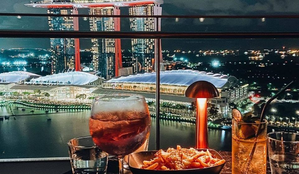 This Singapore Rooftop Bar Provides Unrivalled Views Over The City Skyline • Vue