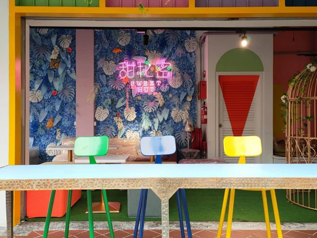 This Colourful New Singapore Café Serves Bubble Tea And Great Desserts Until The Early Hours Of The Morning • Sweet Hut