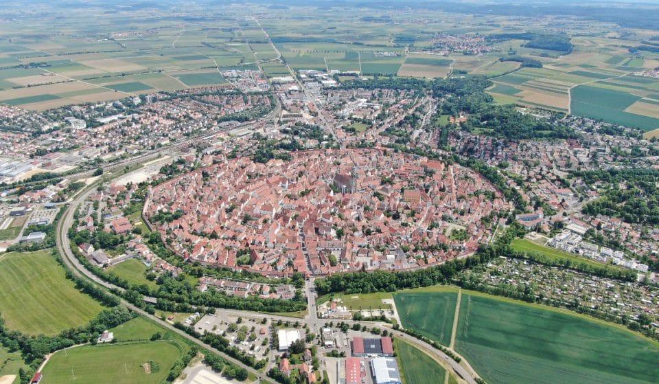Die Geschichte der deutschen Stadt, die mit Diamanten auf einem Meteorkrater gebaut wurde