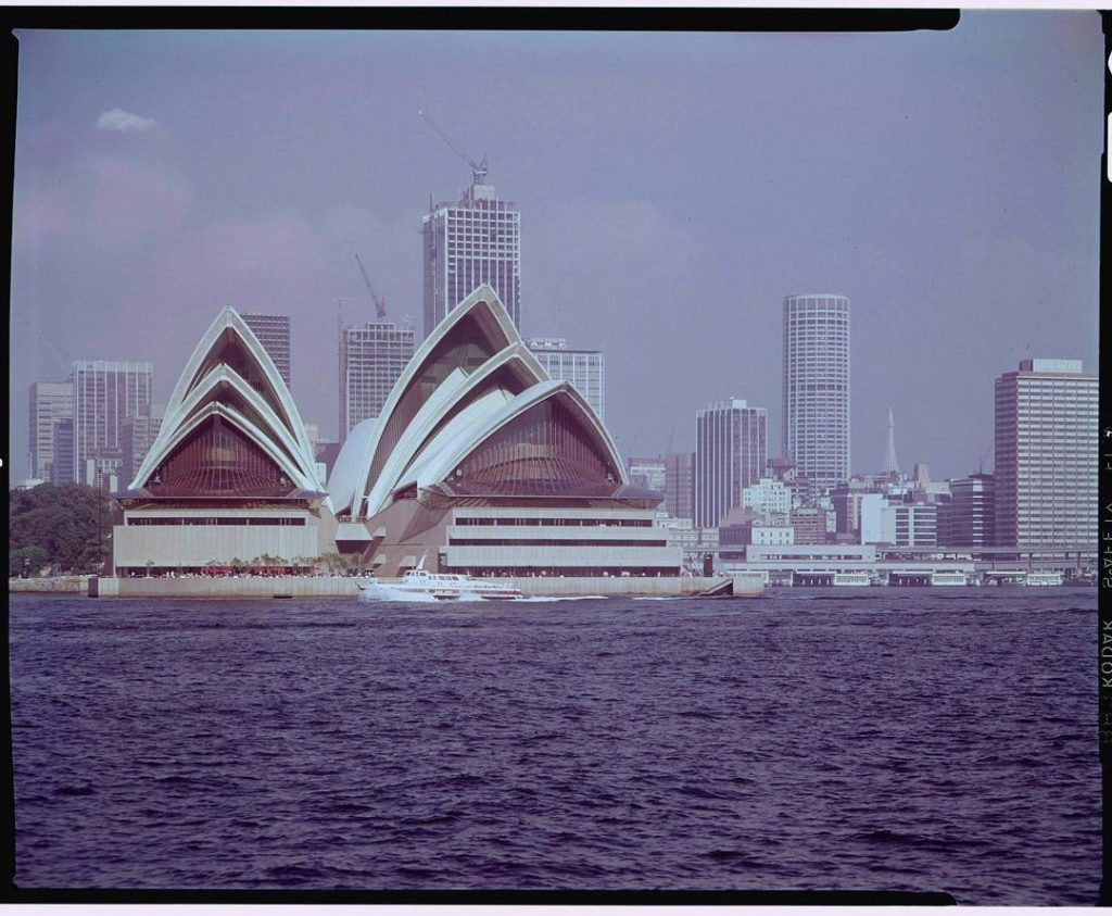 Take A Trip Down Memory Lane With 19 Stunning Photos of Vintage Sydney