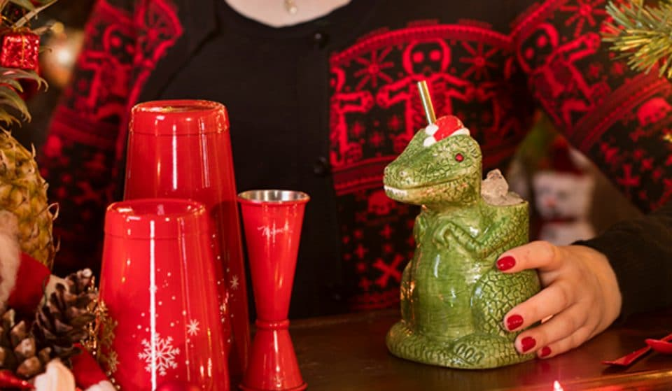 A Cozy Christmas Cocktail Bar Pop-Up Is Mixing Up Holiday-Themed Drinks In Vancouver • Miracle