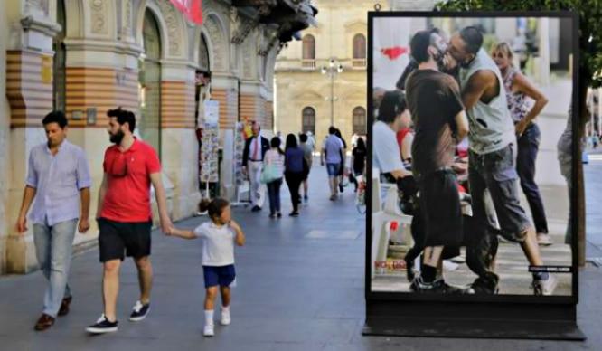 Polémica en Sevilla por una exposición del Orgullo Gay