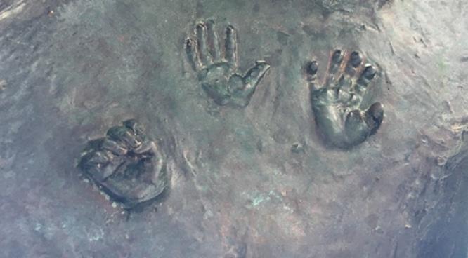 manos-estatua-anibal-gonzalez