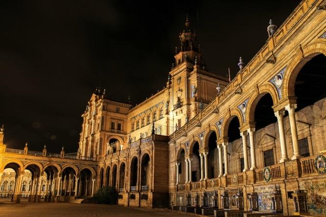 10 razones por las que tienes que vivir una noche en Sevilla