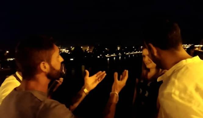 Vídeo: Pedida de mano en el Puente de Triana con música incluida