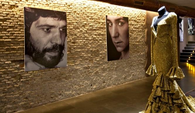 Id haciendo palmas porque… ¡Hoy se inaugura la Sala Flamenco!