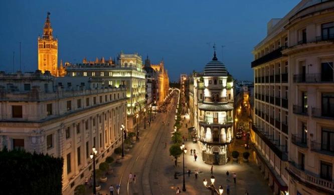 Los 10 nombres de chica y chico más comunes en Sevilla