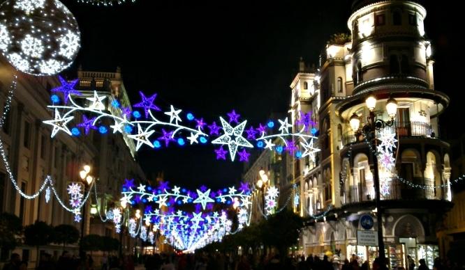 La iluminación de Navidad se extiende por más barrios de Sevilla