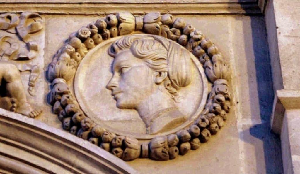 Grace Kelly aparece en la fachada del Ayuntamiento de Sevilla, ¿sabéis por qué?