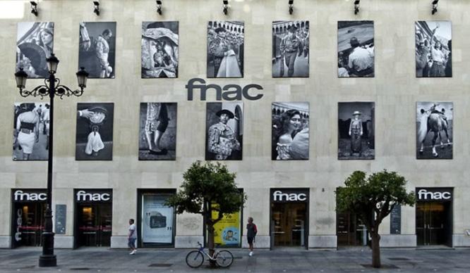 Plataforma Animalista Andaluza quiere retirar las fotos de tauromaquia de la fachada de la Fnac