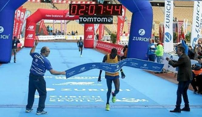 El keniano Erikus Titus bate el récord del Maratón de Sevilla y Paula González gana en la categoría femenina