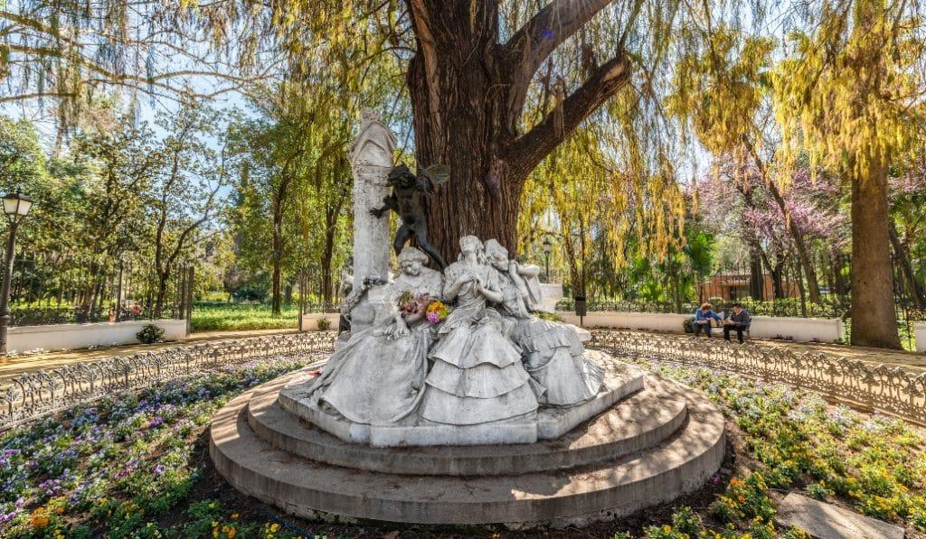 ¿Sabes qué romántico significado tiene el Monumento de Bécquer?