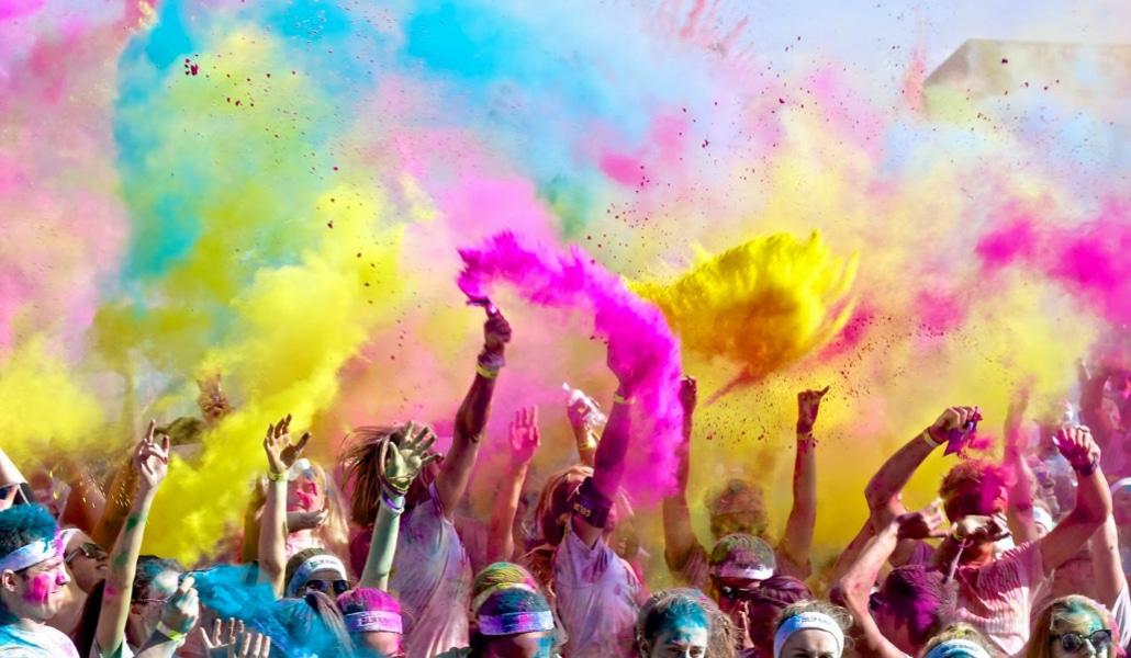 La II Carrera de Color vuelve a teñir las calles de Sevilla