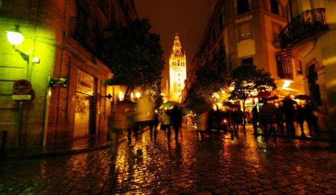 5 pubs de Sevilla para pegarse una fiesta a bajo coste