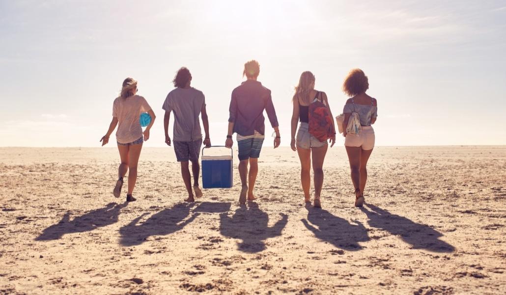 7 tipos de amistades que te interesan para sobrevivir al verano sevillano