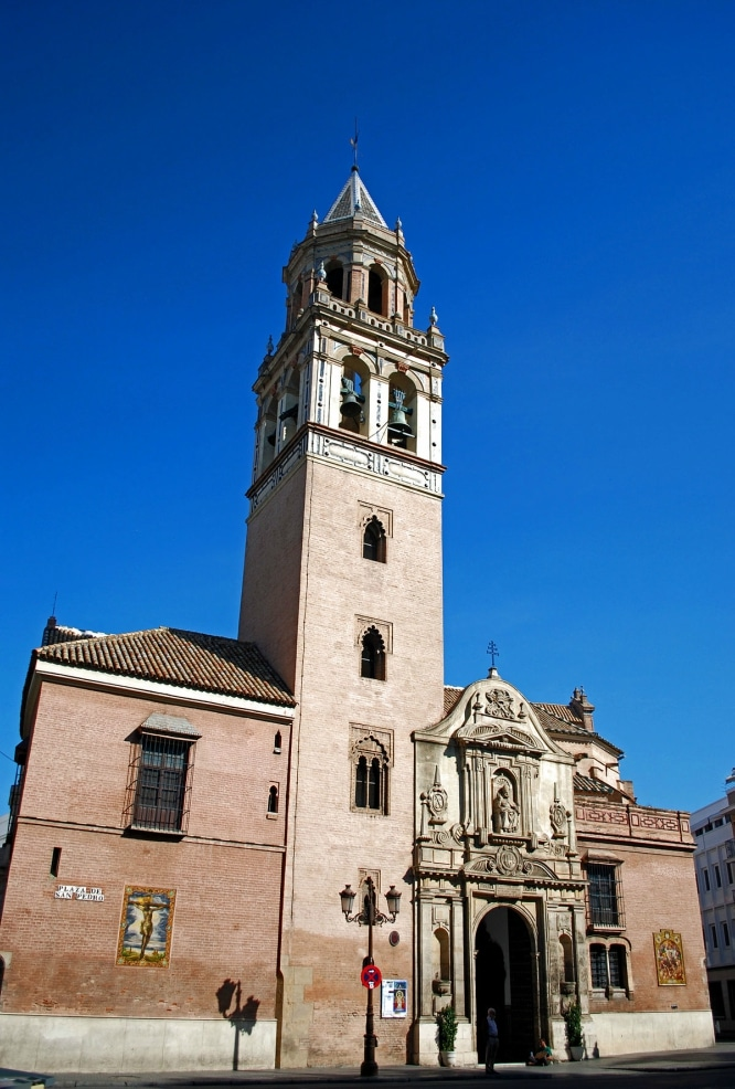 1200px-Iglesia_de_San_Pedro_Sevilla_001
