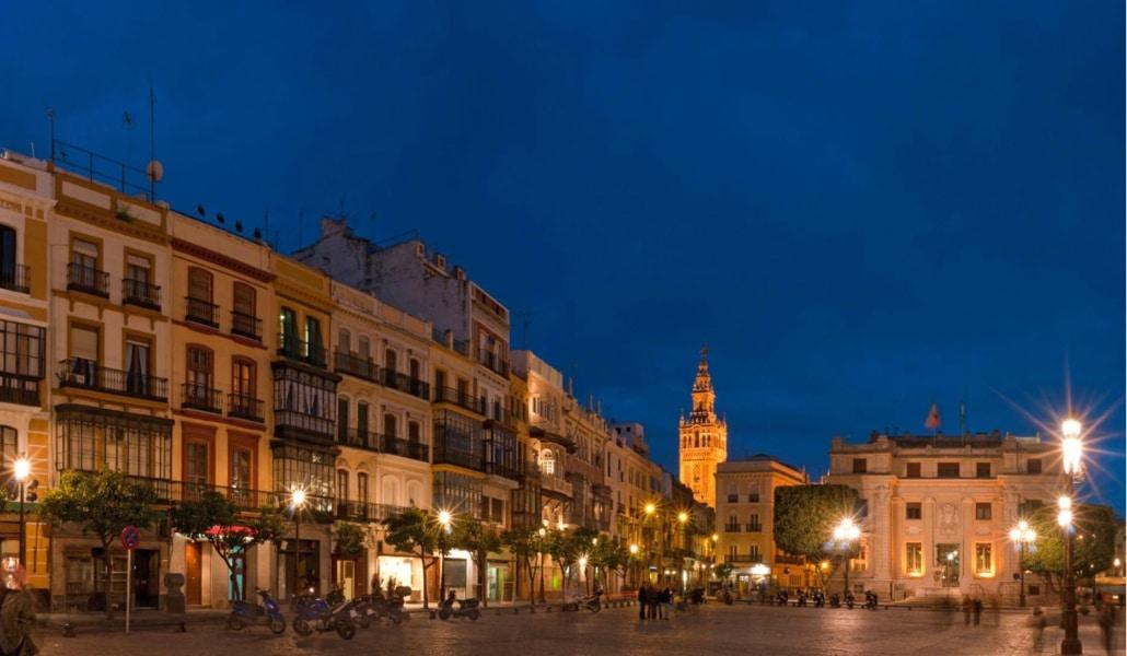 Cómo pasar una noche de viernes de lujo en Sevilla por menos de 20 euros