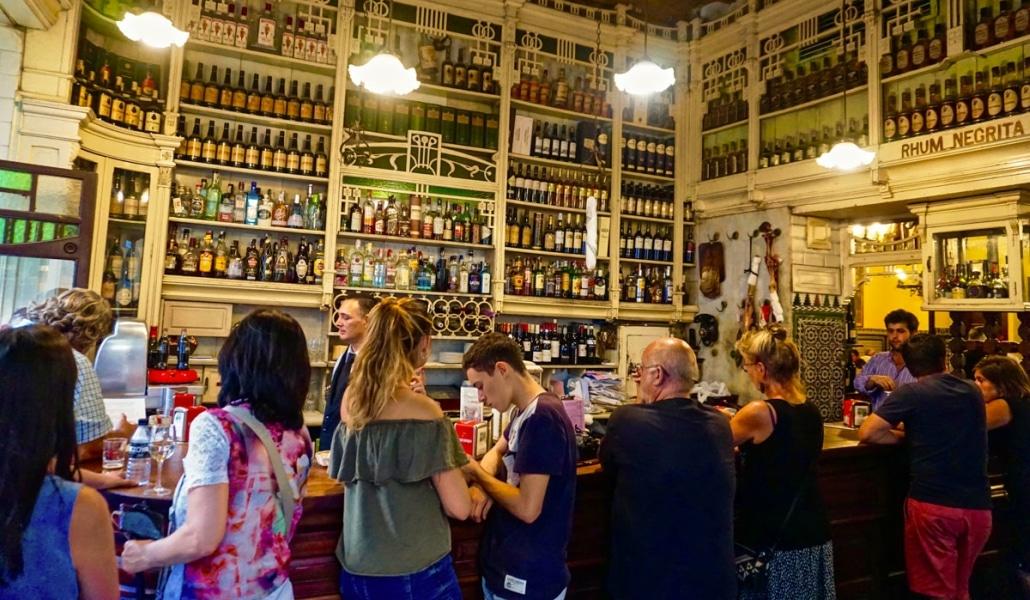 «¡Lo de siempre, jefe!» y otras cosas que oirás en un bar de Sevilla