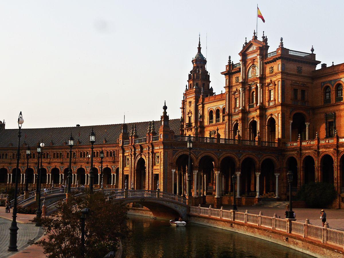 1200px-Plaza_de_España_in_the_Maria_Luisa_Park,_Seville_Spain-_VIII