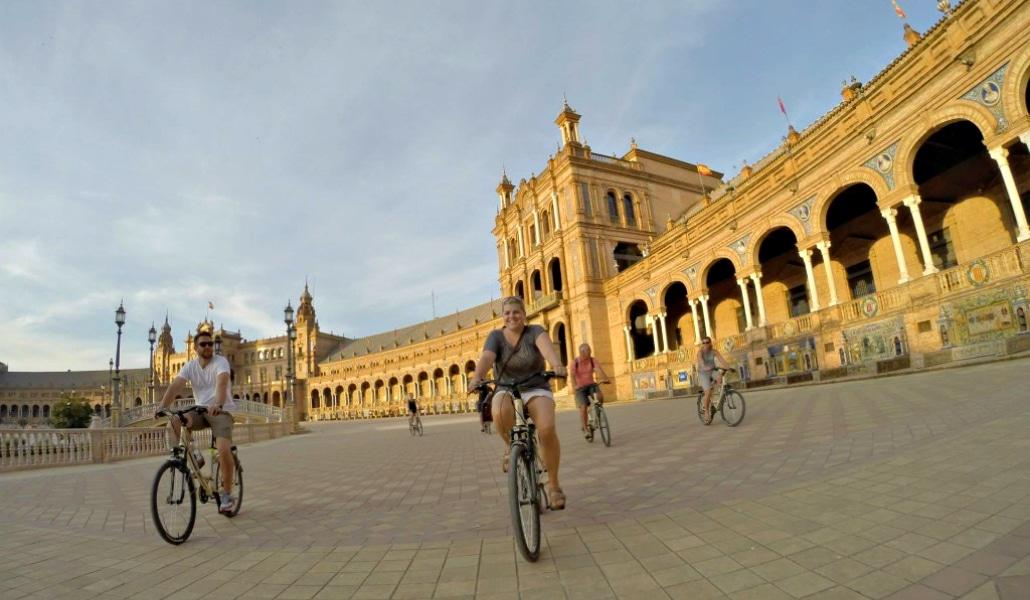 Ruta por la historia de Sevilla sobre ruedas