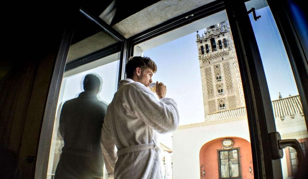 10 Formas de practicar el postureo en Sevilla con estilo