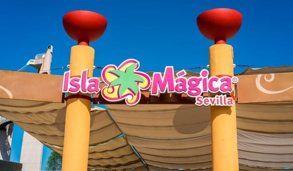 7 atracciones de Isla Mágica en las que tienes que montarte sí o sí