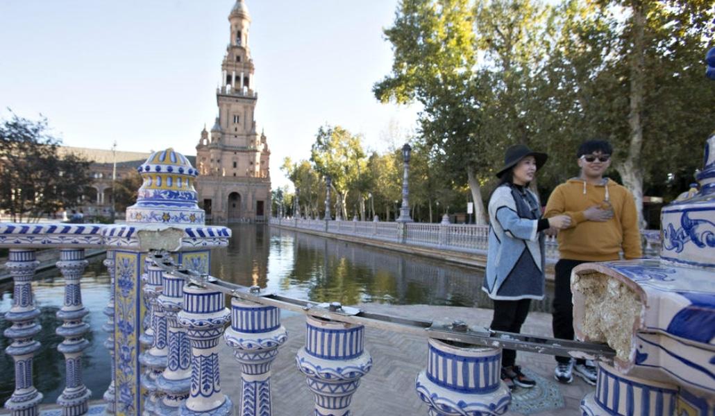 Actos vandálicos están acabando con la Plaza de España