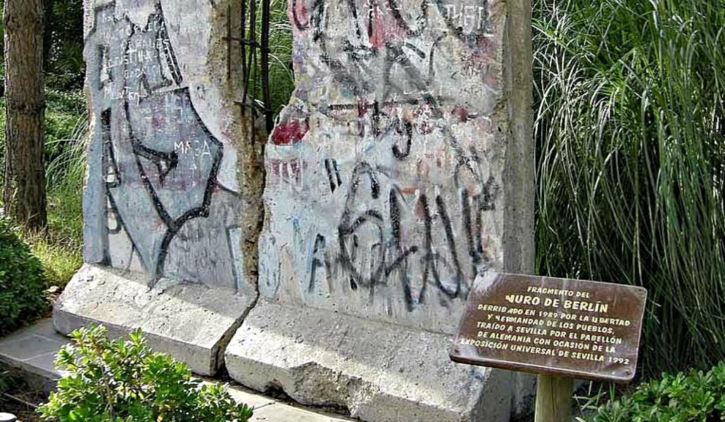 ¿Por qué hay un trozo del Muro de Berlín en Isla Mágica?