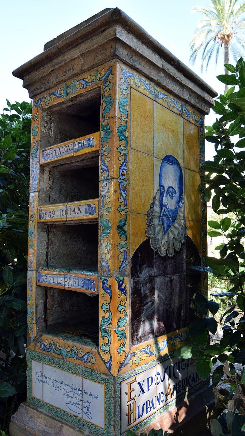 Glorieta_de_Cervantes._Anaquel_dectinado_a_librería_con_la_imagen_de_Cervantes