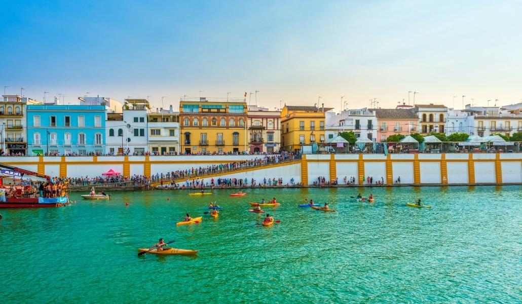 Sevilla tiene más de un color especial y te lo vamos a demostrar