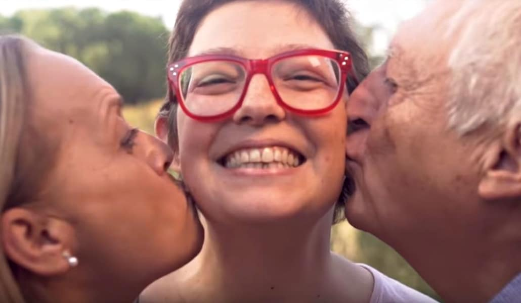 Una sevillana pide 10.000 besos para conseguir la cura de un cáncer