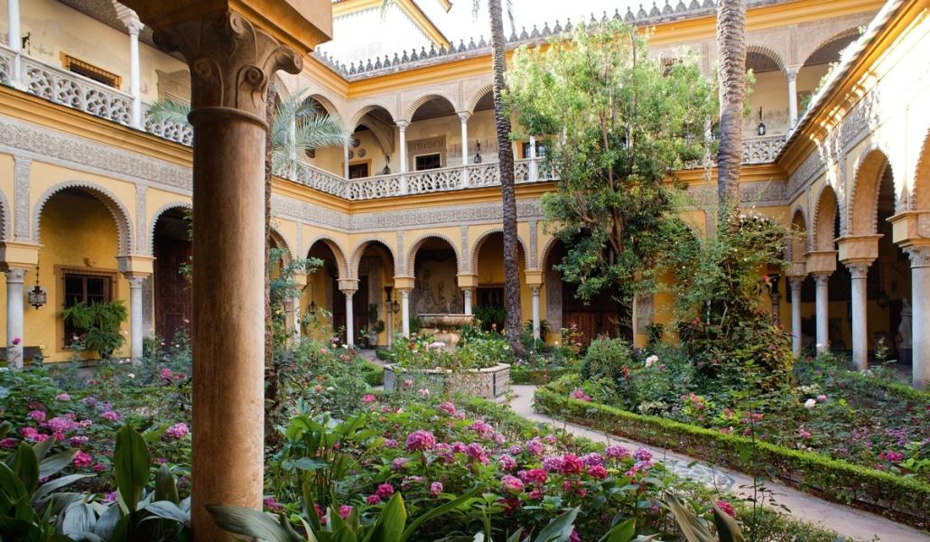 El Palacio de Dueñas busca becarios gratis