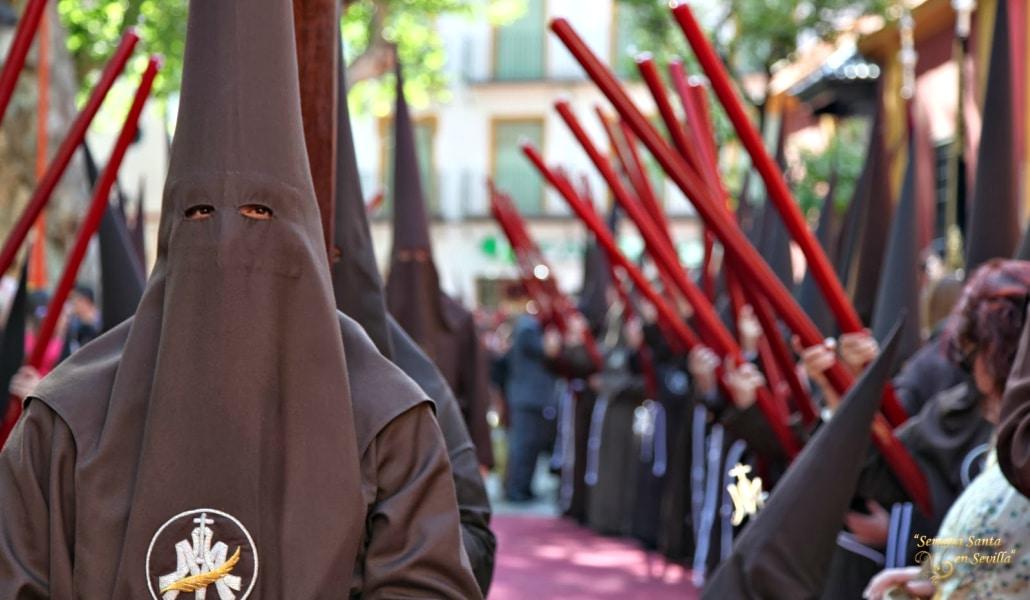 Un sevillano sube Stories de la Semana Santa y sus amigos extranjeros se aterrorizan