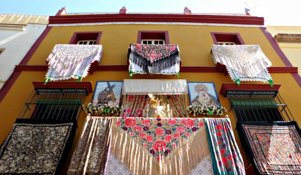 Se alquilan balcones a 8000 euros en Semana para «networking»