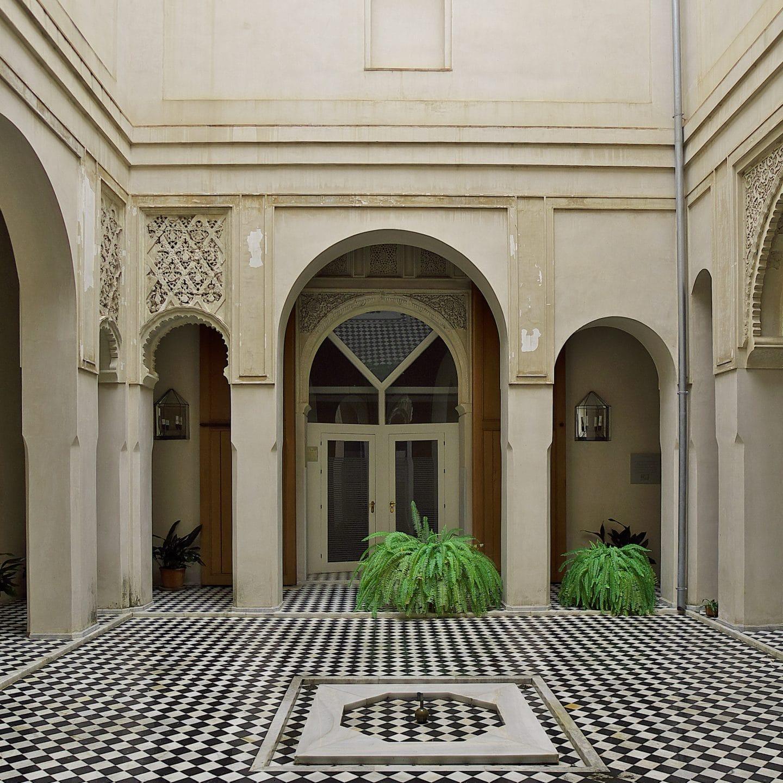 Palacio_de_Altamira_(Sevilla)._Patio_mudéjar