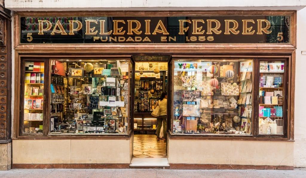 Sevilla tiene la papelería más antigua de España