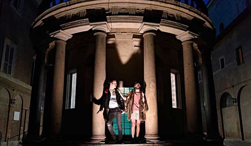 Teatro clásico con música electrónica en un convento de Sevilla