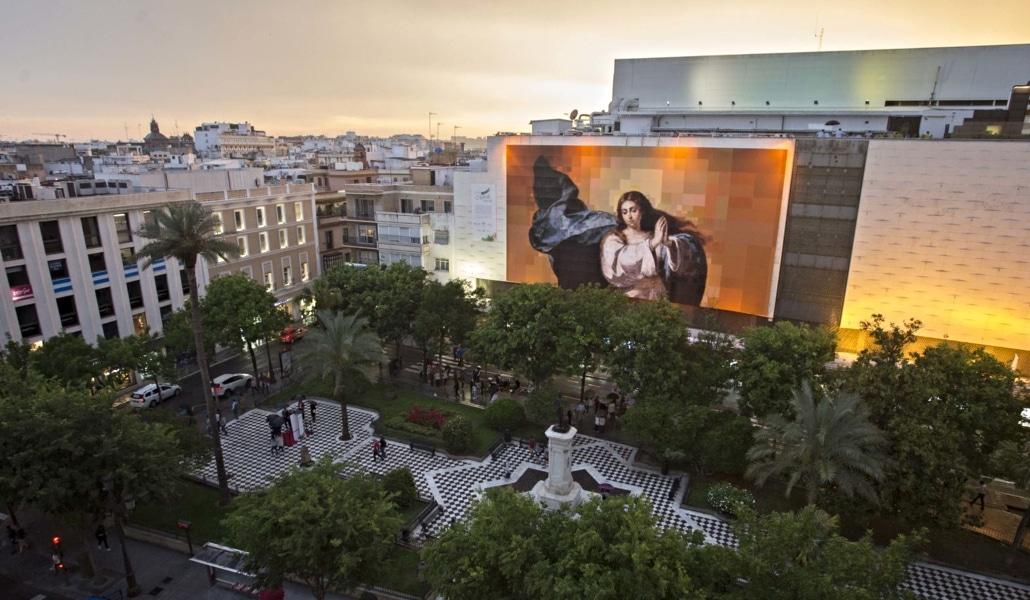 Un gran mural de Murillo preside la plaza del Duque