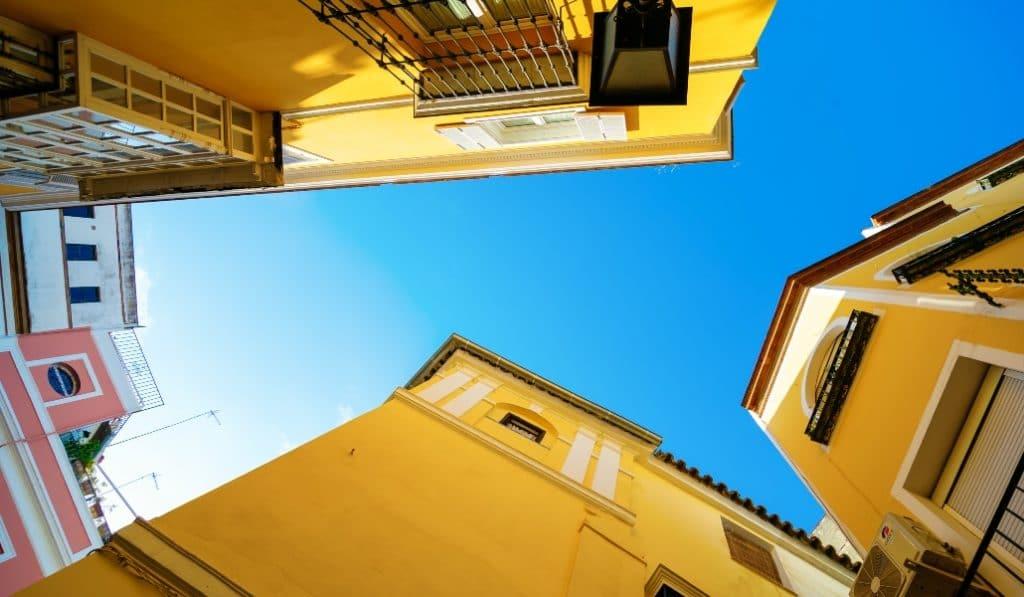 ¿Sabes cuál es la calle de Sevilla con más esquinas?