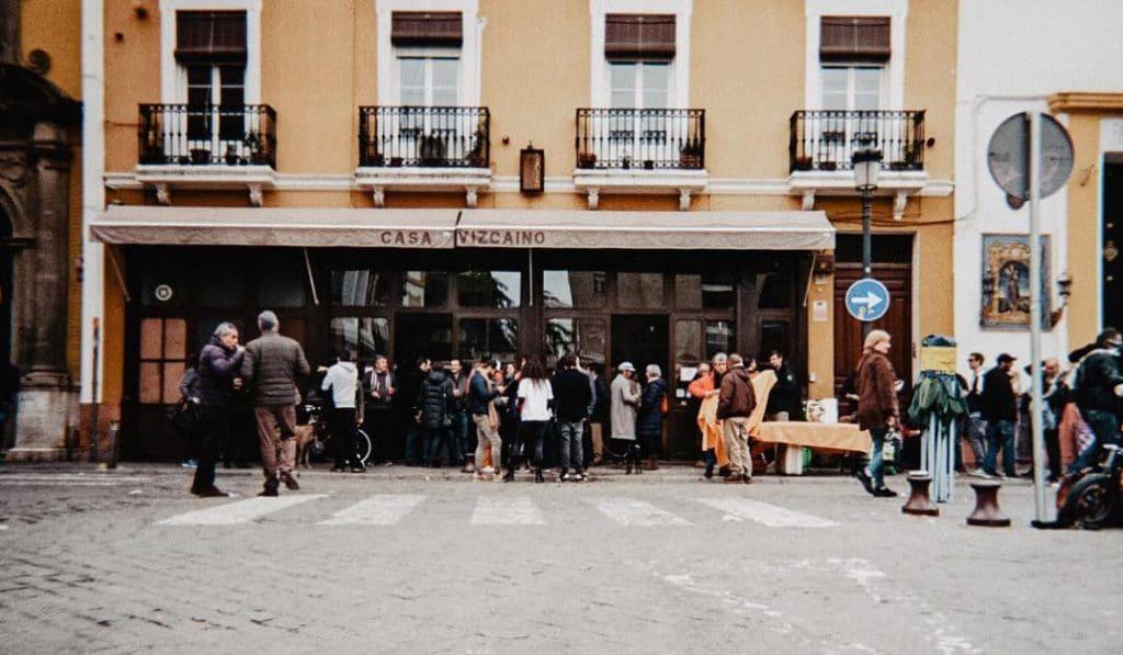 ¿Por qué en Sevilla nos gusta tanto comer «chochos»?