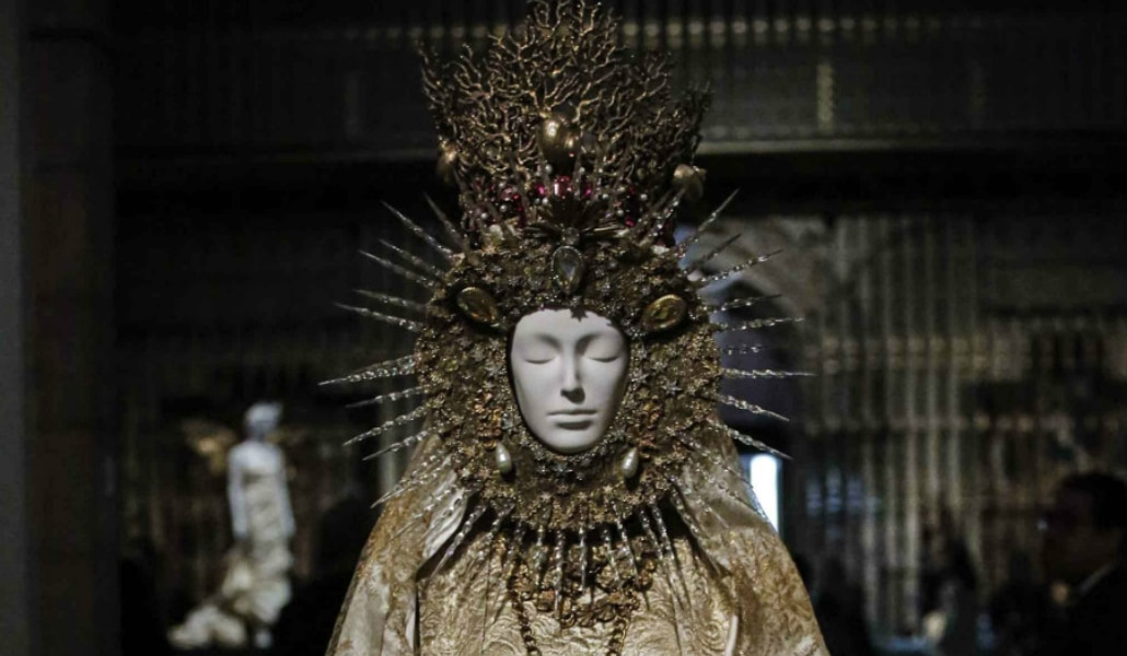 Una copia de la Virgen del Rocío aterriza en el Metropolitan de Nueva York