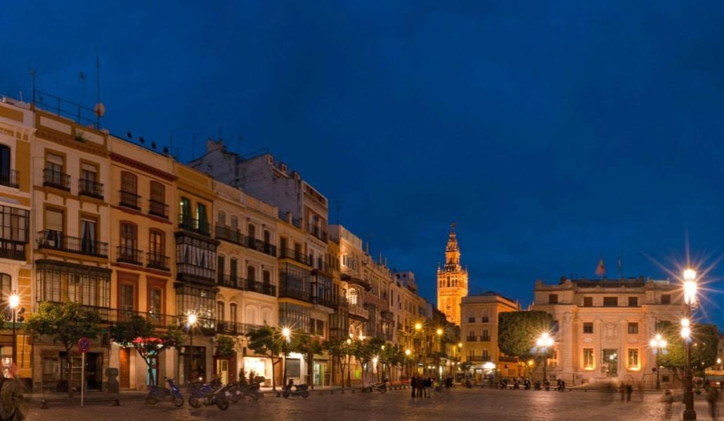 Descubre la historia de Sevilla bajo las estrellas