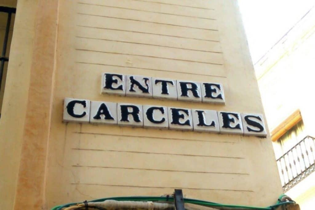 La curiosa historia de la calle Entrecárceles